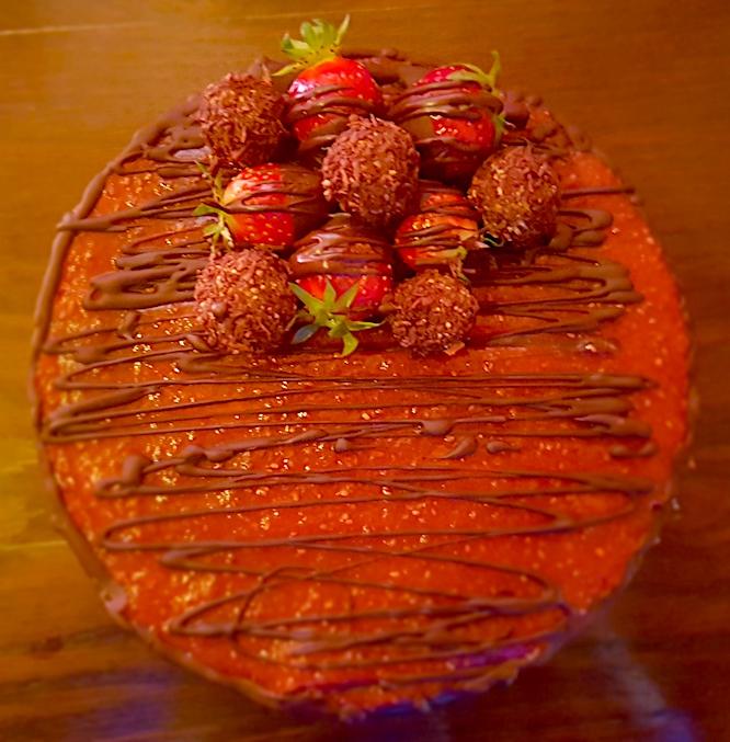 Cremosa e fresca torta-bontà allefragole