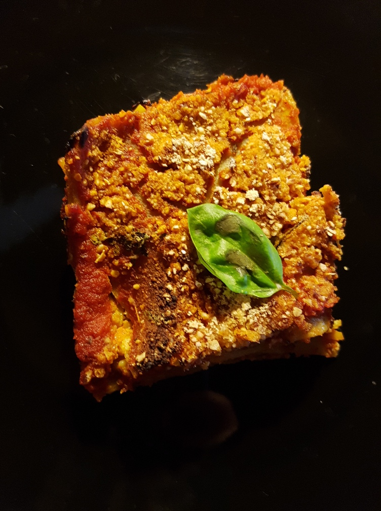 Lasagne furbe di lenticchie al profumo di zucchina, basilico emandorle