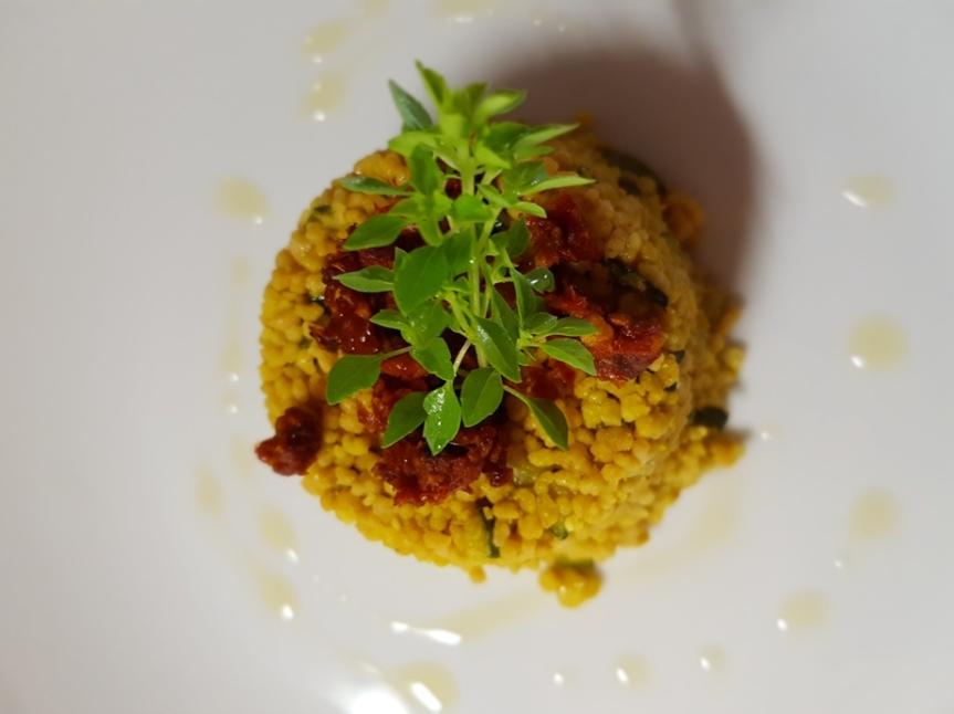 Cuscus al curry con zucchine enocciole