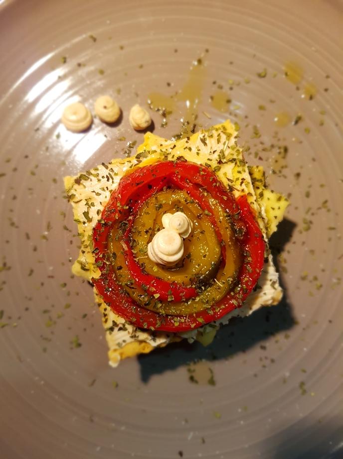 Croccante di Blave con vortice di peperoni e cremoso allapaprika