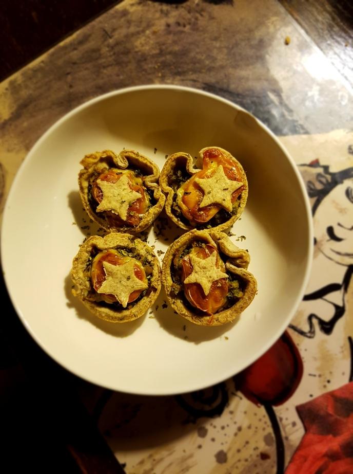 Tartellette di pasta brisé vegana al timo con zucchine alla menta e scamorza – ricetta veganizzabile:)