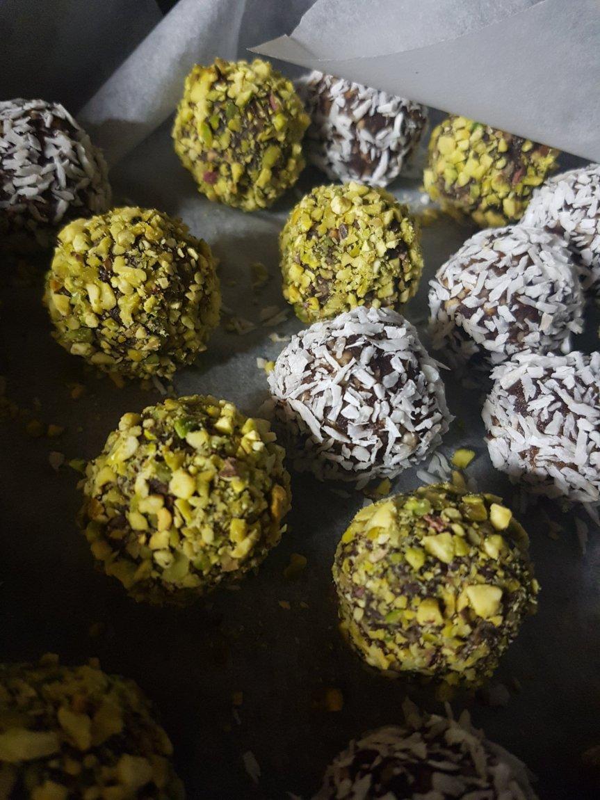Tartufini cioccolato e nocciole (delizia vegan e senzazucchero!)
