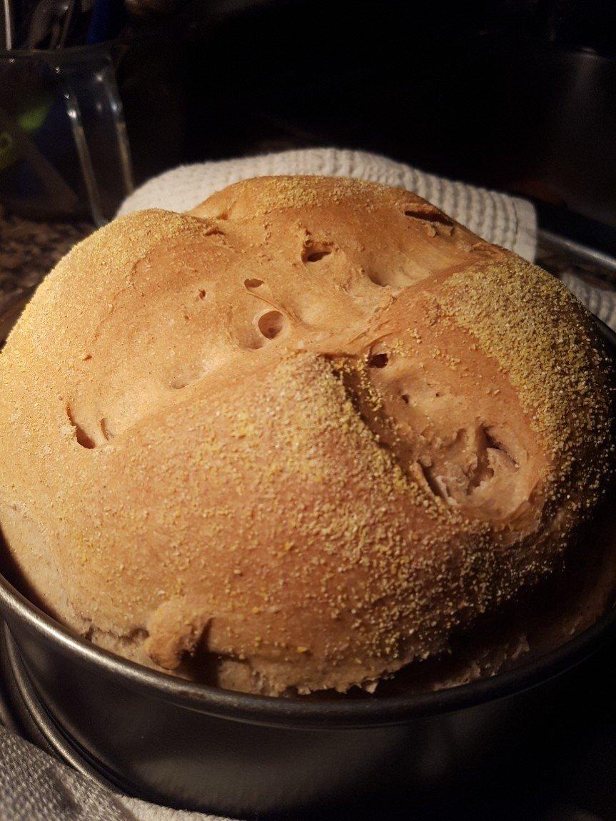 Pane semintegrale soffice avvolto nella farina dimais