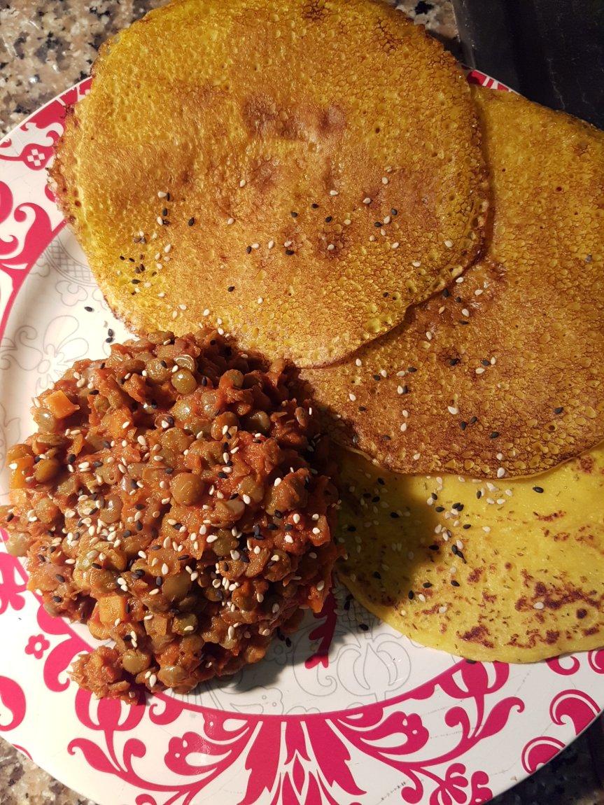 Crepes di ceci e rosmarino con lenticchie alsugo